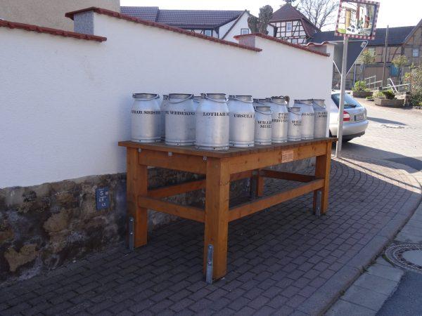 Milchkannen in Helmsdorf