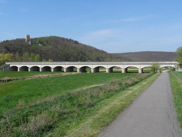 Flutbrücke der Thüringer Pforte mit Sachsenburgen