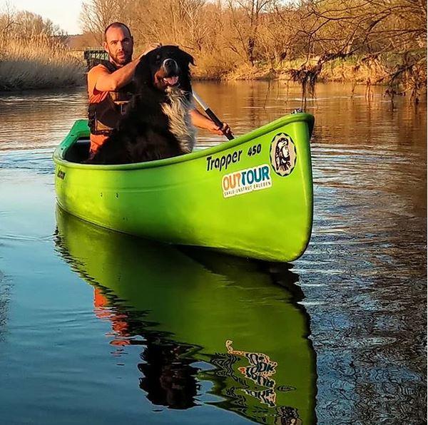 Kanutour mit Hund auf der Unstrut